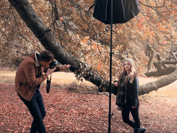 photographer friends photoshoot in the woods